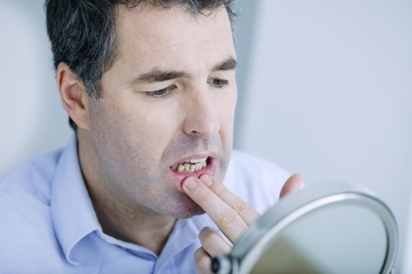Main symptoms and treatments of gum disease